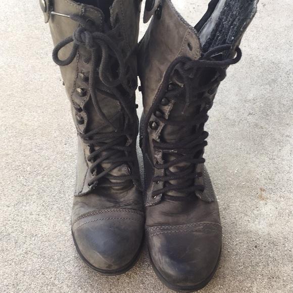 9a779a43bd7 Sz. 6.5 Steve Madden moto boots with blue zipper